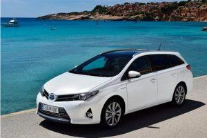 Toyota Auris Hybrid TS noleggio Hurry!
