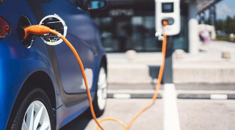 La manovra strizza l'occhio alle auto elettriche