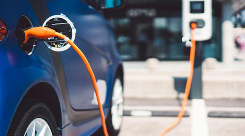 L'automotive punta sul noleggio di auto elettriche e ibride