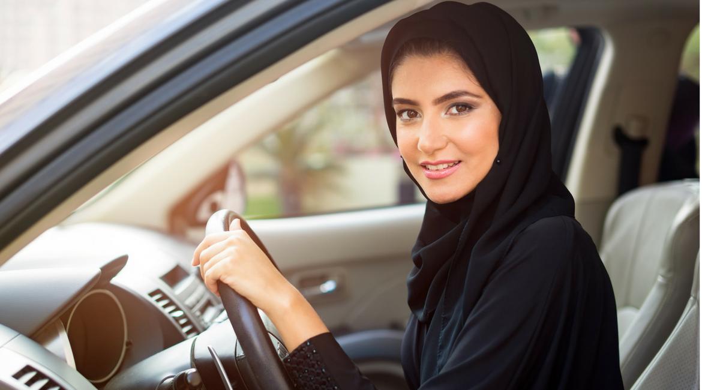 Patente alle donne saudite: le implicazioni economiche e culturali