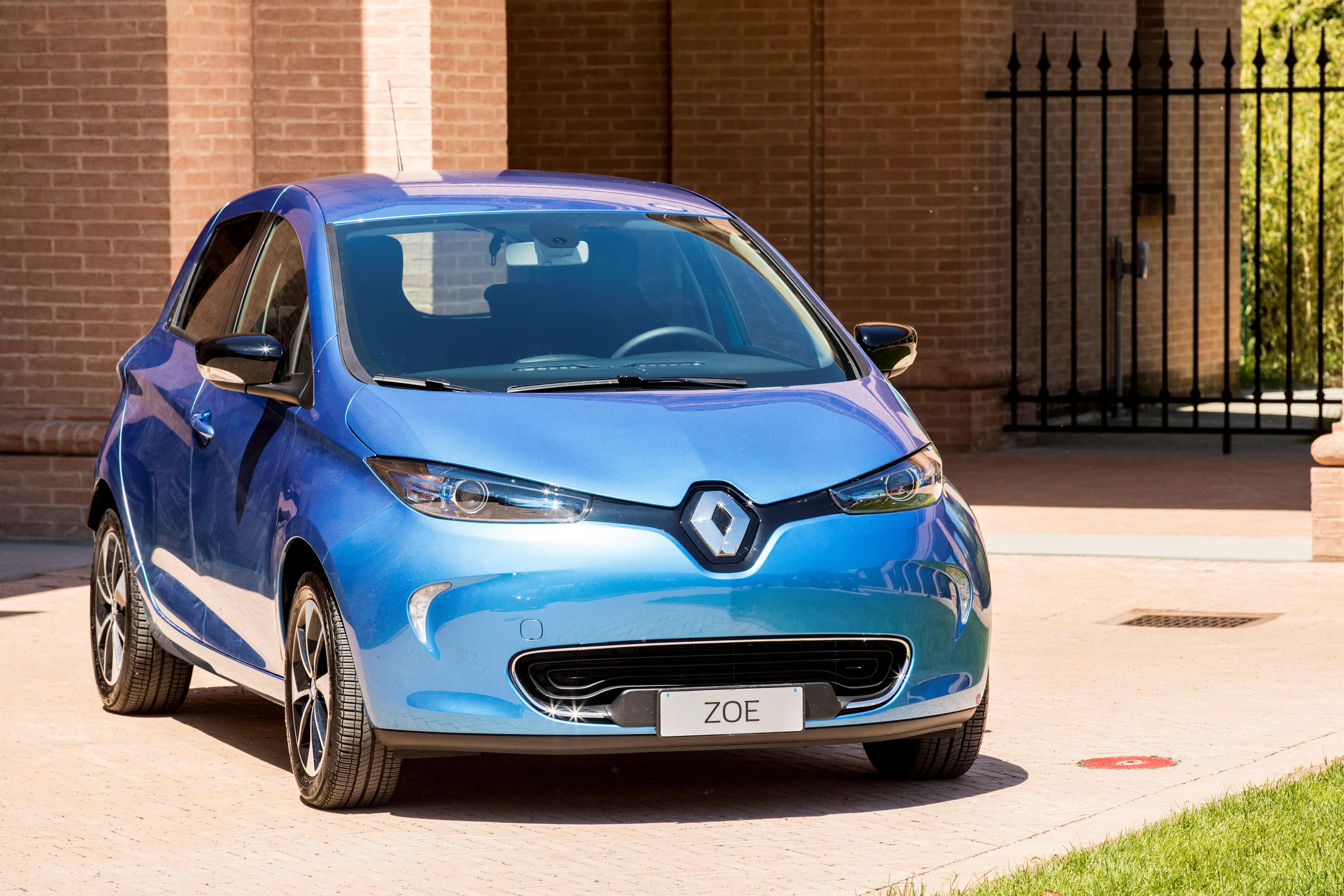 Nuova Zoe elettrica: 400 km di autonomia, 30 minuti per ricaricarla