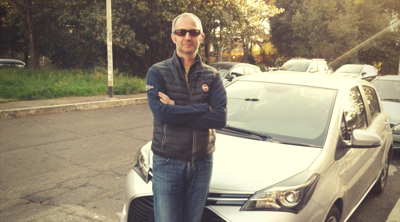 """La mia auto ibrida """"pay per use"""". Giovanni ha scelto Ricaricar"""