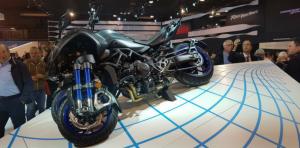 Yamaha Niken, la moto a tre ruote