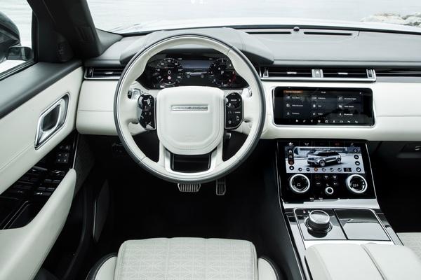 La più bella auto del 2018 è Range Rover Velar
